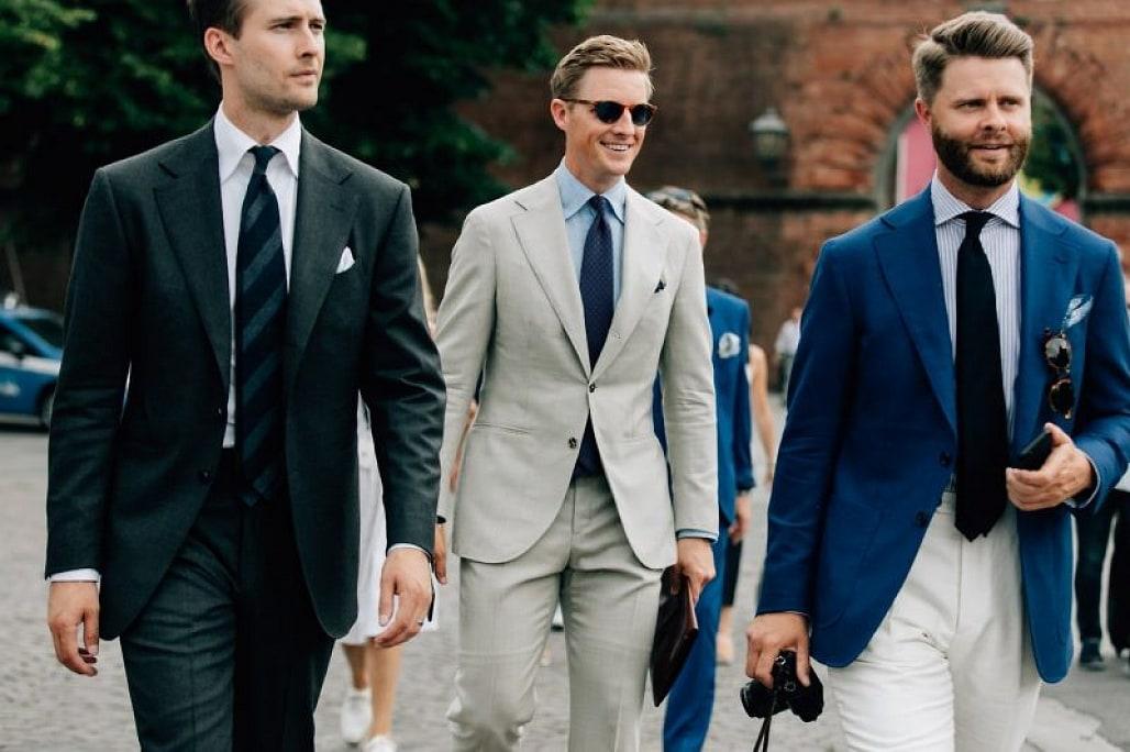 Tùy thuộc vào phong cách cá nhân và mục đích sử dụng mà các quý ông nên chọn lựa chiếc clutch da phù hợp