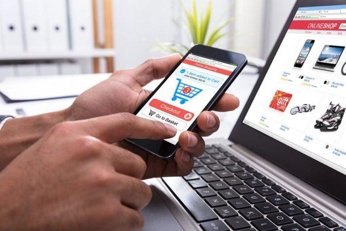 Hạn chế tối đa mua túi xách nam online