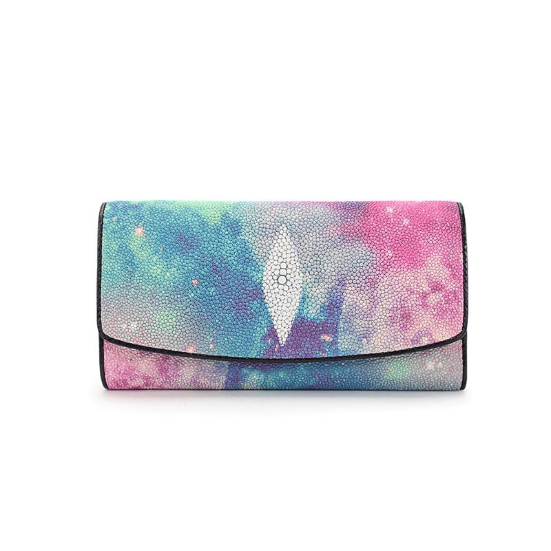 Một mẫu ví trẻ trung, nhẹ nhàng mang màu sắc tươi sáng