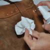 Hết sức lưu ý trong việc lựa chọn dung dịch vệ sinh túi da tổng hợp
