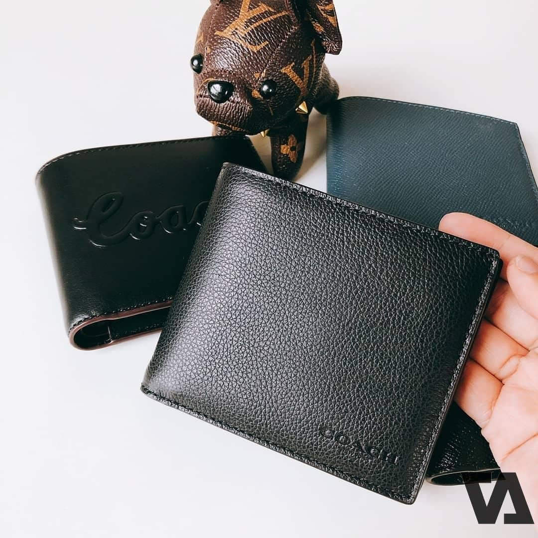 Mệnh Hoả kỵ với màu đen nên tránh mua ví màu này.