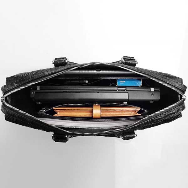 Túi da chỉ nên sử dụng để đựng các vật dụng không góc cạnh
