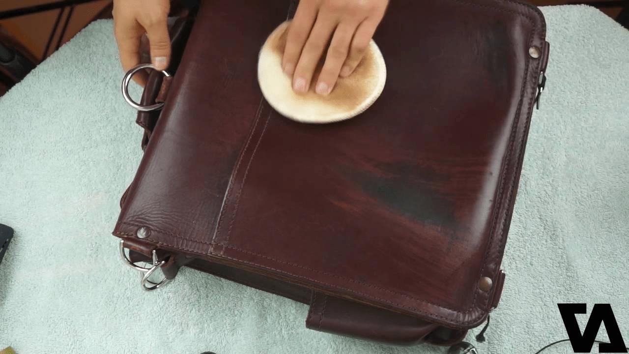 Làm mới túi da bằng cách đánh bóng thường xuyên