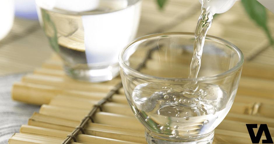 Sử dụng dấm ăn có sẵn làm chất tẩy tự nhiên cho da lộn