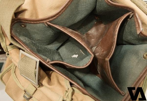 Bên trong túi cũng cần được làm sạch thường xuyên